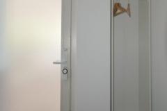 62_Eingang_Kleiderkasten-scaled